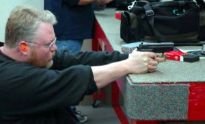 Ted Murphy shoots the SIG p224 Extreme photo