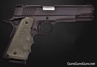 Citadel M-1911 black Hogue ODgreen grips right side photo